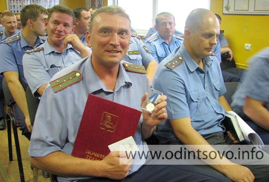 На западе москвы водитель мерседеса сбил двух человек и скрылся